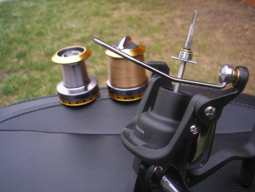 A 4,5 mm átmérőjű tengelyen 2 db csapágyon fekszik stabilan a dob